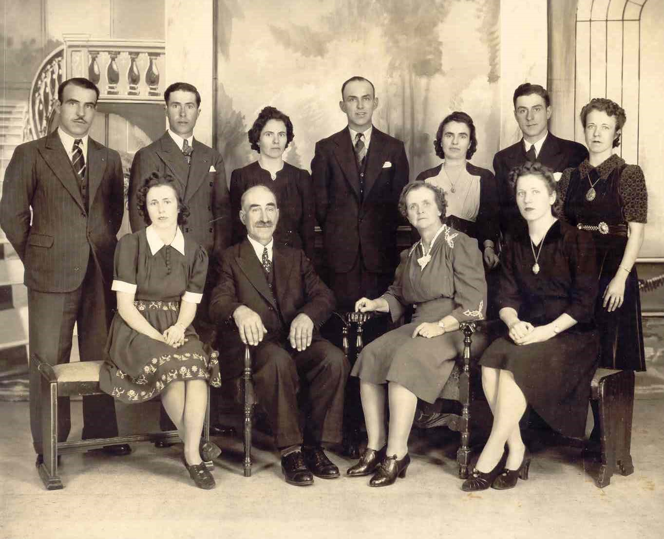 2-5-1 - Ami(e)s de la généalogie - Vieille photo de famille